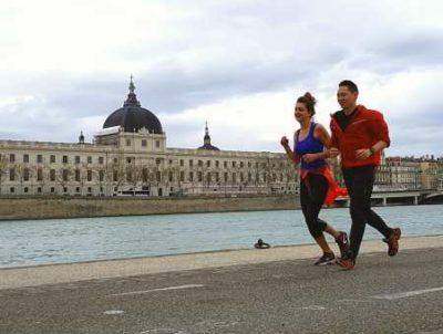 coach sportif course à pied quai du Rhône à Lyon