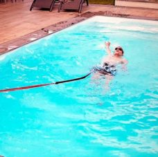 Cours de natation adulte dans une piscine privée à Lyon.